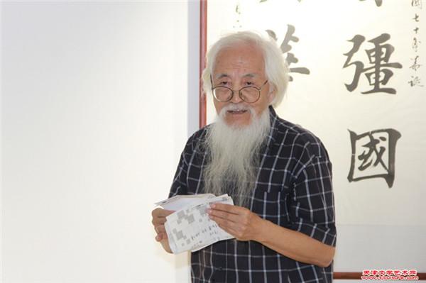 天津师范大学书画院副院长李庆增主持开幕式.jpg