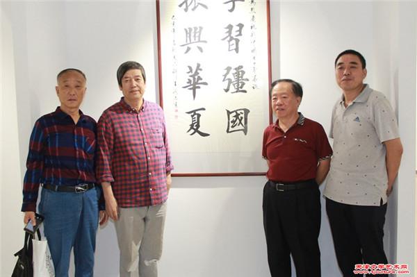 张家尧、陈元龙、王润昌、刘子瑞在展览现场.jpg